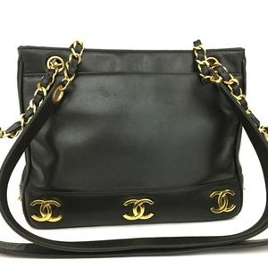 Gorgeous Chanel Black Classic Shopping Tote